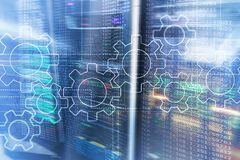Kugghjulmekanism, digital omformning, dataintegration och begrepp f?r digital teknologi arkivfoto