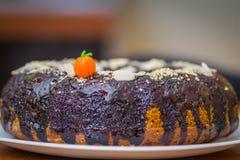 Kuglof торта тыквы с коричневой шлихтой шоколада стоковая фотография rf
