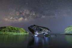 Kuh-Felsen und das MilkyWay Stockbild