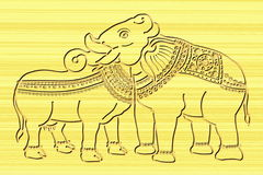Kuh- und Elefantgelenkkopfholz, das Kunst schnitzt Lizenzfreie Stockbilder