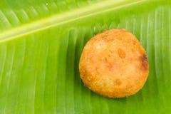 Kuih Cucur巴达克,一个传统马来的纤巧 免版税库存照片