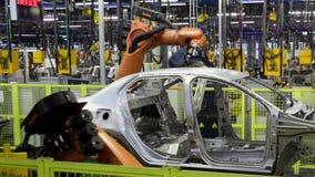 Kuka机器人在传动机线的焊接汽车 股票录像