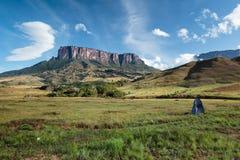 Kukenán-tepui от базового лагеря реки Tëk Стоковая Фотография RF