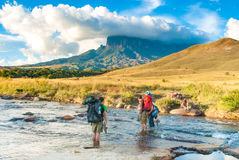 Kukenan Tepui dal fiume di Kukenan, Gran Sabana, Venezuela Fotografie Stock Libere da Diritti