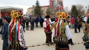 Kukeri - φεστιβάλ μεταμφιέσεων σε Rakovski, Βουλγαρία απόθεμα βίντεο