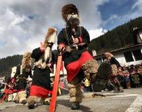 Kukeri dans Shiroka Laka, Bulgarie Image libre de droits