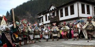 Kukeri dans Shiroka Laka, Bulgarie Image stock