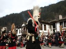 Kukeri en Shiroka Laka, Bulgaria Fotos de archivo
