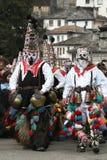 Kukeri i Shiroka Laka, Bulgarien royaltyfri fotografi