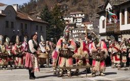 Kukeri i Shiroka Laka, Bulgarien arkivbilder