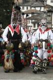 Kukeri in Shiroka Laka, Bulgarien Stockbild