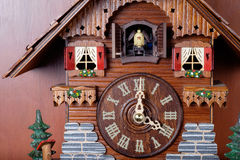 Kukułka zegar z ptaszyną Fotografia Royalty Free
