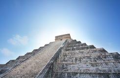 kukulcan玛雅墨西哥金字塔日出 免版税图库摄影