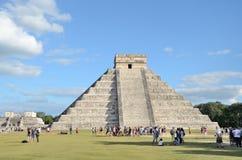 古老玛雅金字塔Kukulcan寺庙在奇琴伊察,墨西哥 免版税库存图片