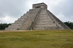 Kukulkan寺庙,金字塔在奇琴伊察,尤加坦,墨西哥 免版税库存图片