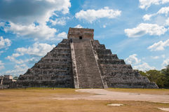 Kukulkan Pyramid at Chichen Itza on the Yucatan pe Royalty Free Stock Photos
