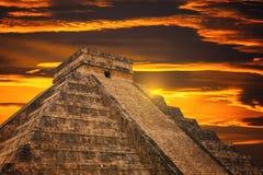 Kukulkan pyramid i den Chichen Itza platsen Arkivbilder