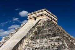 Kukulkan Pyramide bei Chichen Itza stockfotos