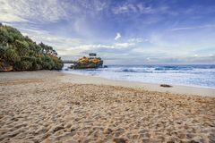 Kukup-Strand, gelegen bei Gunung Kidul, Yogyakarta, Indonesien lizenzfreie stockbilder