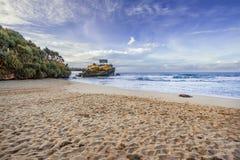 Kukup strand som lokaliseras p? Gunung Kidul, Yogyakarta, Indonesien royaltyfria bilder