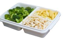 Kukurudza pieczarkowi brokuły cią w pudełkowatym przygotowywającym dla kucharza tak jak polewka fr obrazy royalty free