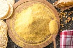 Kukurydzana mąka i chuchający kukurydzani torty obraz royalty free