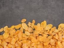Kukurydzanych płatków śniadaniowego zboża linia na popielatym łupku Obraz Stock