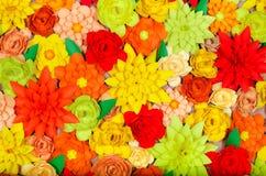 Kulör bakgrund, blommor som göras av papper Fotografering för Bildbyråer
