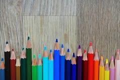 Kulör blyertspennasammansättning arkivfoto