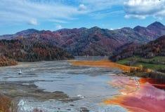 Kulör förorening för sjö tack vare med metaller arkivbilder
