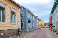 Kulör gata i den gamla staden Porvoo, Finland Arkivfoton