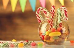 Kulör godis i en krus Sötsaker för jul greeting lyckligt nytt år för 2007 kort kunna Arkivfoto