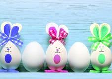 Kulör kanin för easter ägg lyckliga easter Royaltyfri Foto