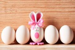Kulör kanin för easter ägg lyckliga easter Arkivfoton