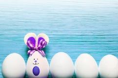 Kulör kanin för easter ägg lyckliga easter Arkivfoto