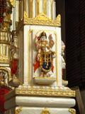 Kulör staty på väggen av den hinduiska templet Fotografering för Bildbyråer