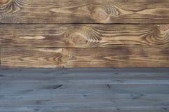 Kulör träbakgrund från horisontaltexturbräden av två sorter royaltyfria bilder