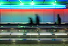 kulör walkway för flygplats royaltyfri bild