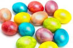 Kulöra ägg för påsk på vit bacground Royaltyfri Fotografi