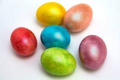 Kulöra ägg för påsk på vit bacground Royaltyfria Foton