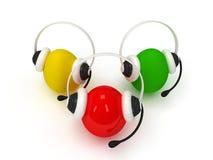 Kulöra ägg med hörlurar med mikrofon över vit Royaltyfri Bild