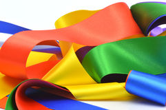 Kulöra band som är röda, gulnar, slösar, gör grön, apelsinen, lila Arkivfoto