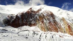 kulöra berg röd white Pamir Royaltyfri Foto