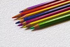 kulöra blyertspennor Arkivfoto