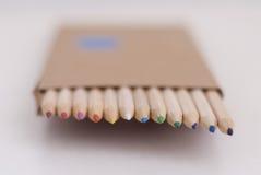 kulöra blyertspennor Arkivbilder