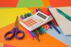 kulöra blyertspennor Färgade blyertspennor för textur trä Fotografering för Bildbyråer