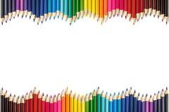 Kulöra blyertspennor för att dra som isoleras på vit bakgrund Arkivbild