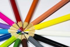 Kulöra blyertspennor i cirkeln Fotografering för Bildbyråer