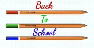 Kulöra blyertspennor på ett ark av papper och inskriften tillbaka till Scho Arkivbilder