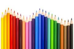 Kulöra blyertspennor som gör en våg Arkivfoton